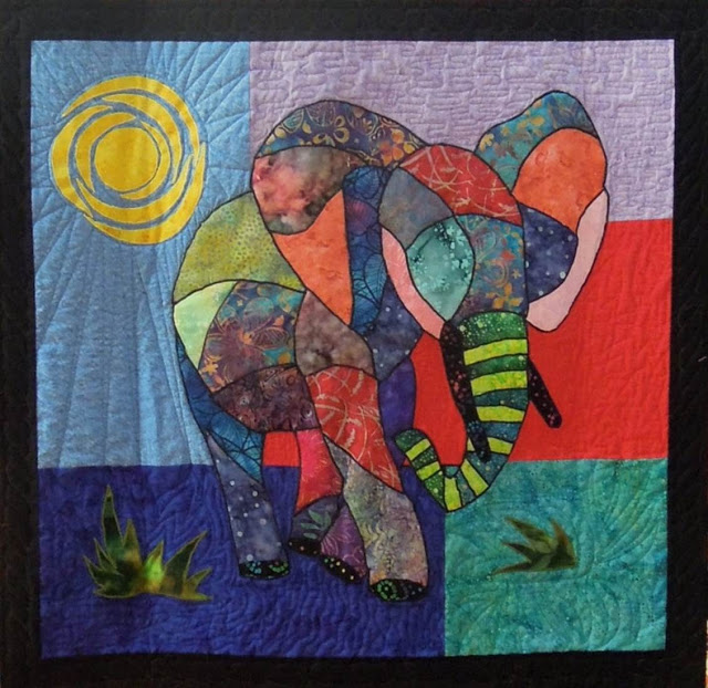 Meet Ellie by Debbie Pryor, center medallion, 2013 DVQG photo by Quilt Inspiration